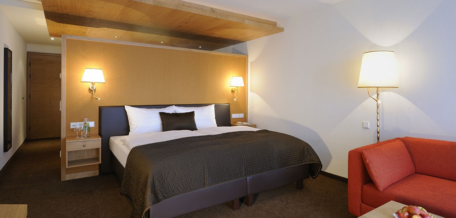austria_saalbach_hotel_saalbacher_hof_bedroom_double.jpg